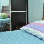 двуспальная кровать, шкаф-купе для одежды